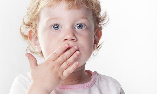 Trẻ bị chậm nói có thể xuất phát từ nhiều căn nguyên